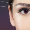 La máscara para los cabellos por la arcilla y el aceite de oliva